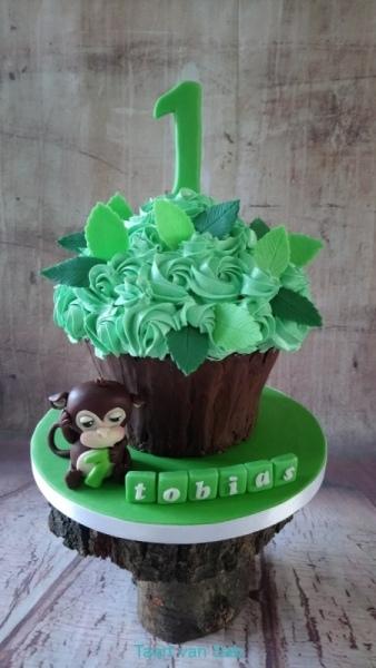 1_Tobias-Smash-Cake